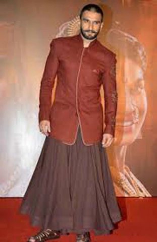 1 Ranveer wearing ghagra.jpeg