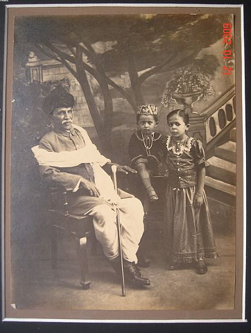 452px-Vintage_photo_of_an_Indian_Grandfather_and_two_young_kids.jpg