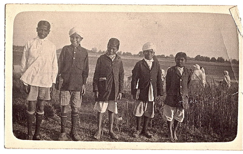 School_going_Indian_boys_in_the_1910s.jpg